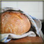 Házi kenyér hidegen sajtolt dióolajjal